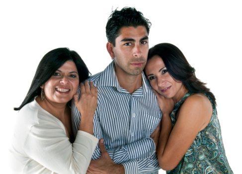 dating multiple women